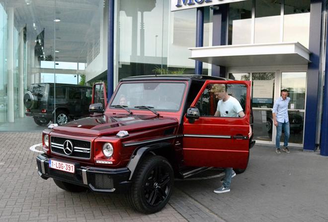 Chiếc G63 AMG của tiền vệ người Bỉ còn có màu sơn đỏ độc đáo. Xe có giá bán khoảng 142.000 USD. Ảnh: Taddlr.