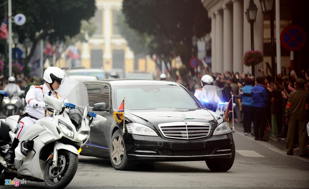 Cận cảnh chiếc siêu xe chống đạn của Chủ tịch Triều Tiên.