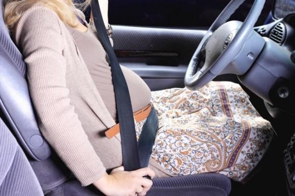 Bà bầu nên bỏ túi những kinh nghiệm lái xe an toàn này sff