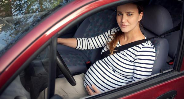 bà bầu lái xe