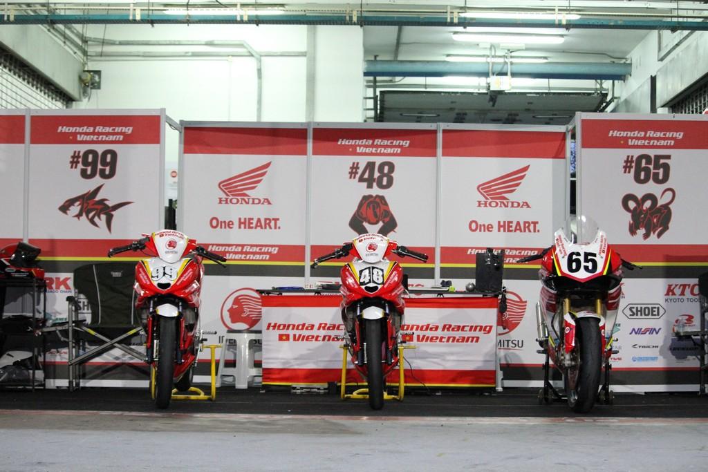 Những chiếc xe đua của Honda Racing Vietnam.