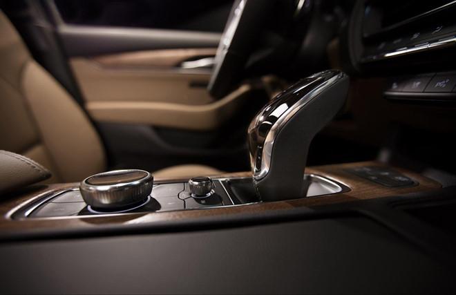 Lo dien sedan moi cua Cadillac se doi dau Mercedes-Benz E-Class hinh anh 5