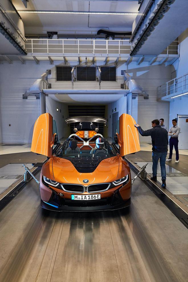 BMW i8 Roadster lot xac thanh Safety Car tai giai dua Formula E hinh anh 2