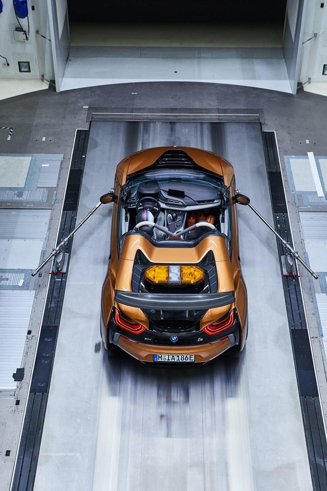 BMW i8 Roadster lot xac thanh Safety Car tai giai dua Formula E hinh anh 4
