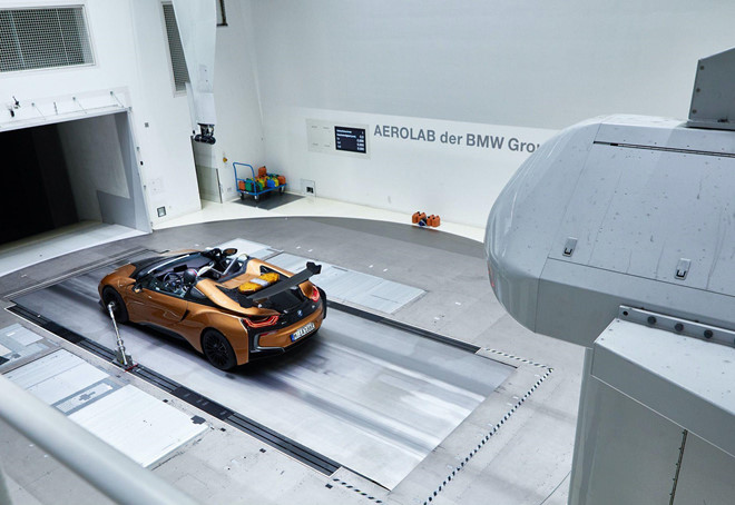BMW i8 Roadster lot xac thanh Safety Car tai giai dua Formula E hinh anh 7
