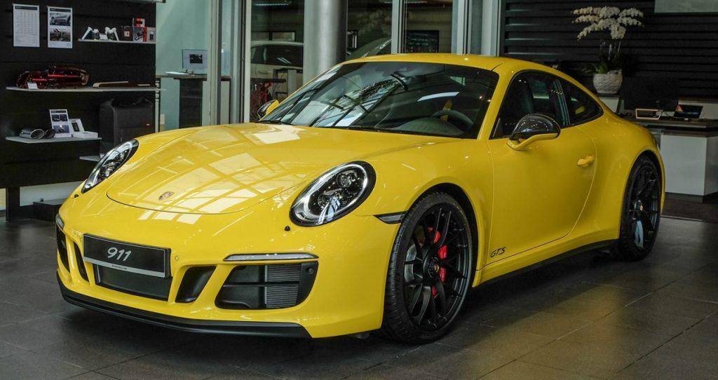 """Porsche bất ngờ giành danh hiệu """"xe sang được yêu thích nhất năm 2020"""""""