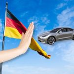 """Tesla bị """"tuýt còi"""" khi quảng cáo xe tại Đức"""