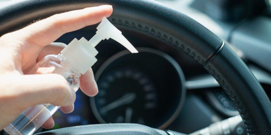 Sau khi xịt khử khuẩn, người dùng nên chờ hóa chất khô hẳn trước khi tiếp xúc với bề mặt nội thất xe để hạn chế những tác hại ngoài ý muốn.