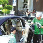 Covid-19 lan nhanh, dịch vụ rửa xe ô tô tại nhà đắt khách tại Hà Nội