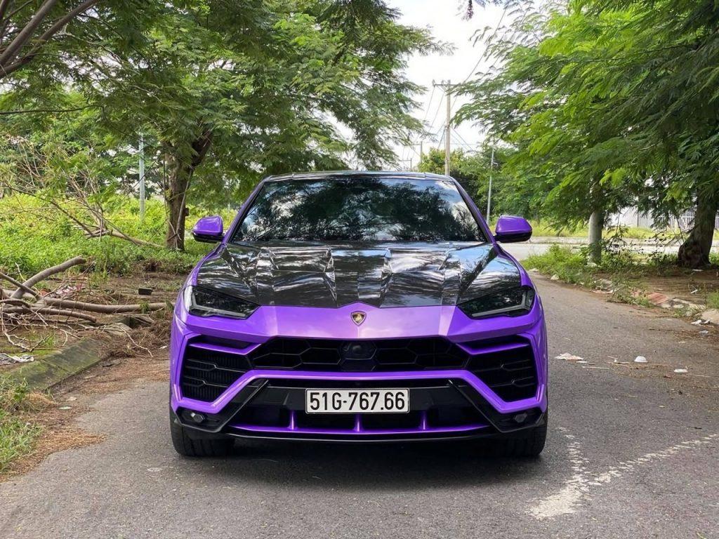 Chiêm ngưỡng siêu xe Lamborghini Urus áo tím lộ diện tại đường phố Việt Nam