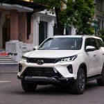Toyota Fortuner Legender bất ngờ lộ diện trên phố Hà Nội