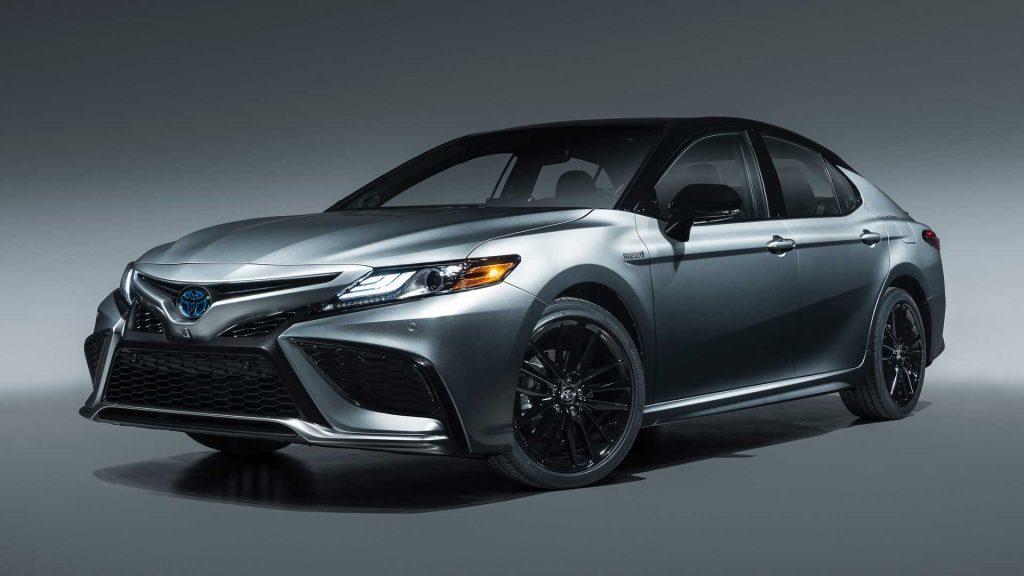 Toyota Camry XSE Hybrid 2021
