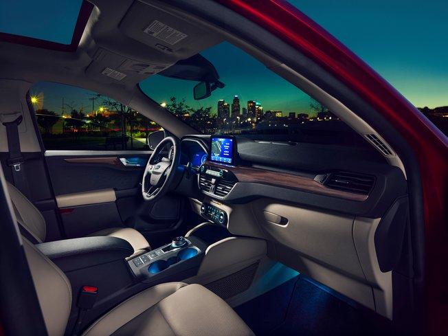"""SUV trứ danh Ford Escape mới sắp có phiên bản 7 chỗ khiến nhiều đối thủ """"dè chừng"""""""