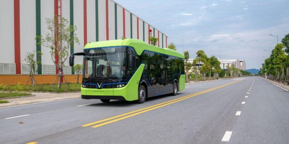 Xe buýt điện VinBus chạy thử nghiệm tại nhà máy VinFast Hải Phòng.