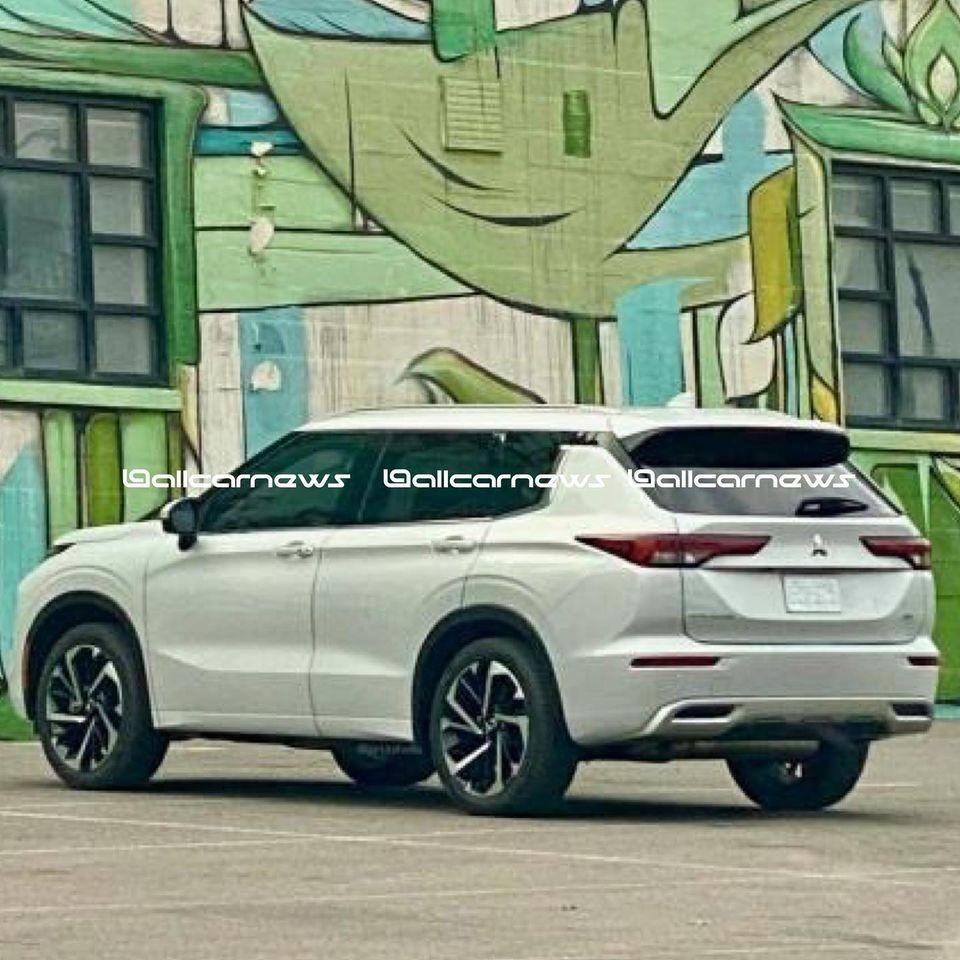 Rò rỉ ảnh thực tế mẫu Mitsubishi Outlander 2021 thế hệ mới