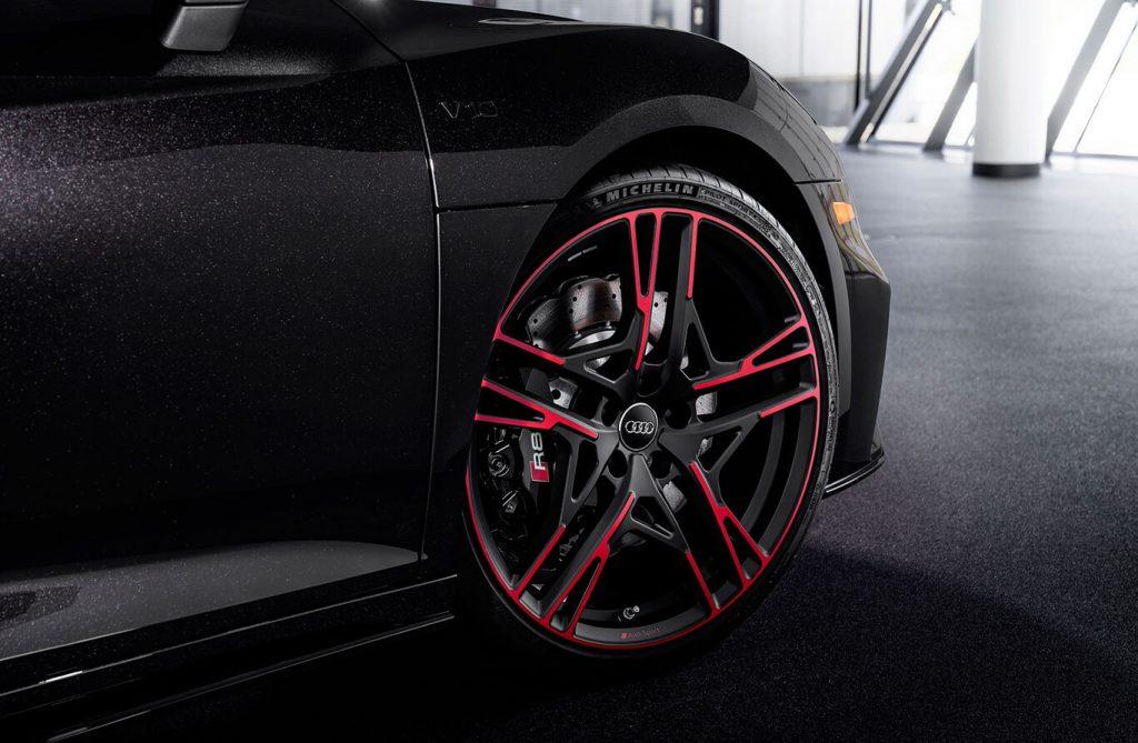 """Khám phá Audi R8 RWD 2021 phiên bản """"Báo đen"""" độc quyền"""