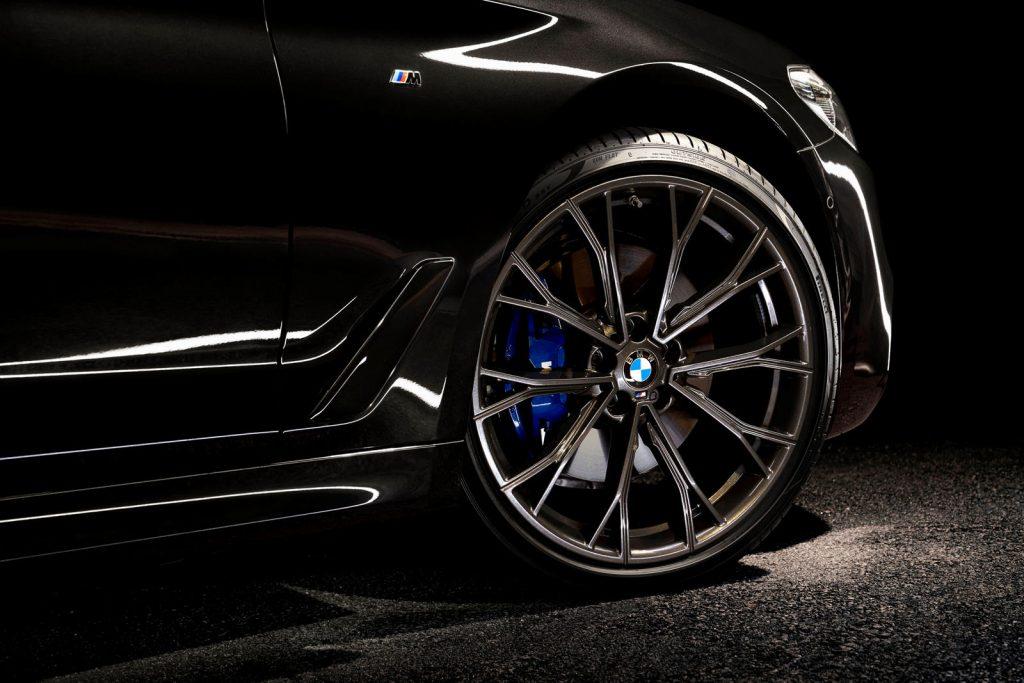 Khám phá BMW 5 series phiên bản Dark Shadow Edition cực ngầu hầm hố