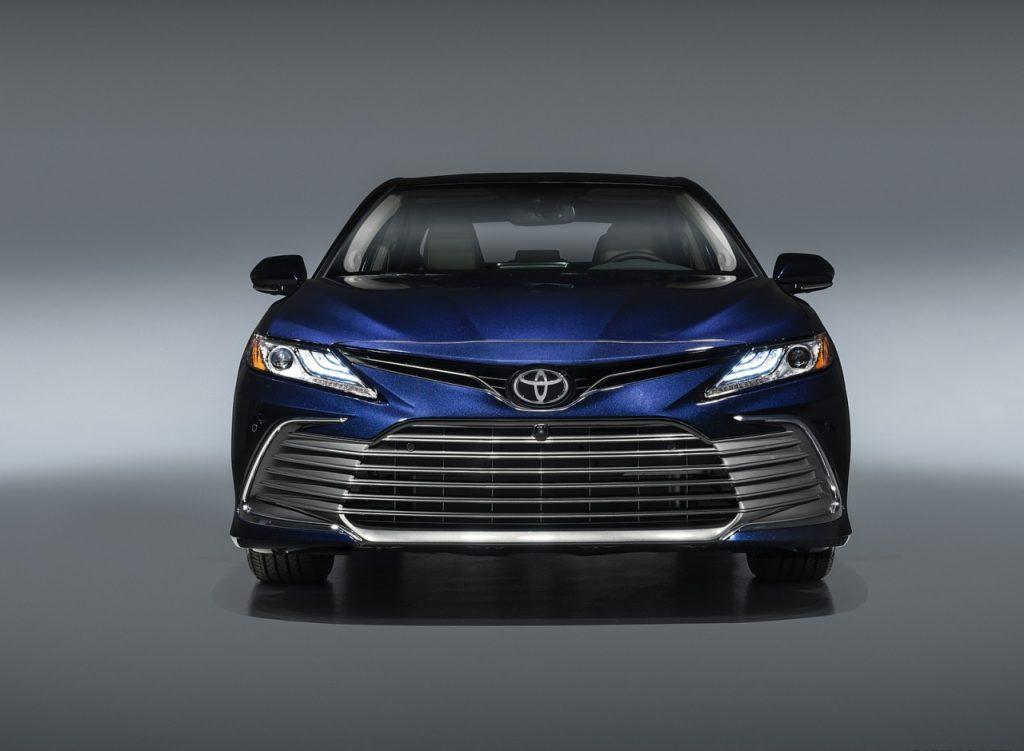 Mẫu Toyota Camry 2021 facelift sớm có mặt ở Việt Nam trong vài tháng tới