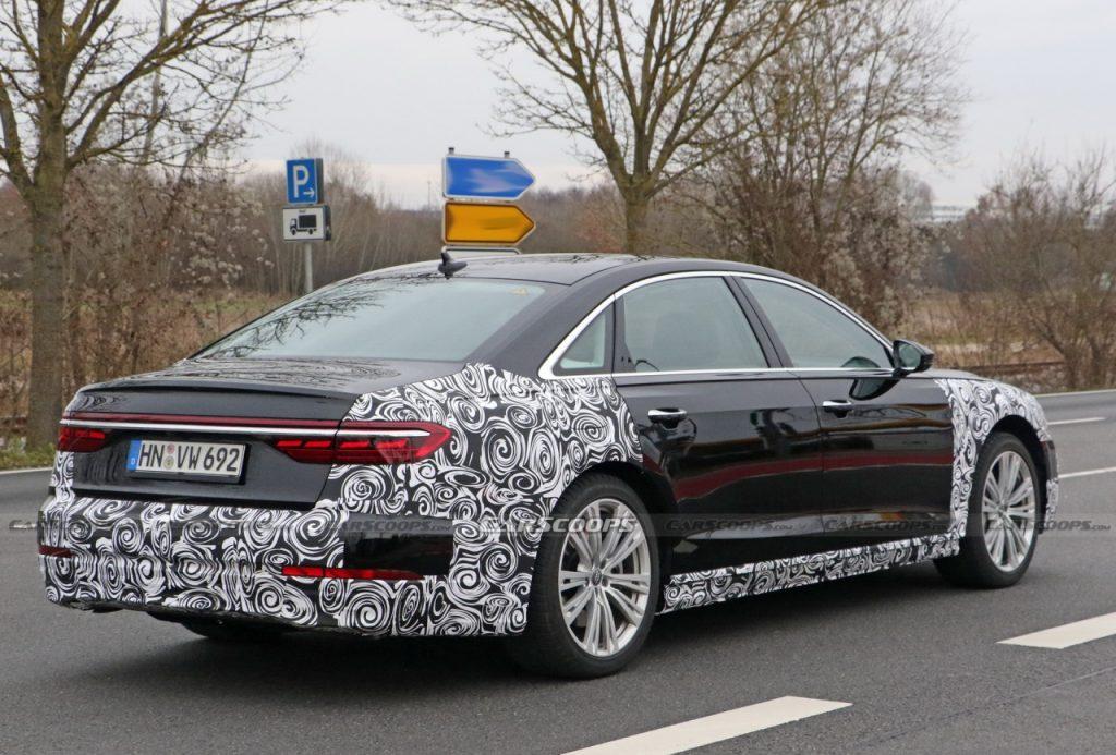 Audi A8 2022 lần đầu lộ diện trên đường phố