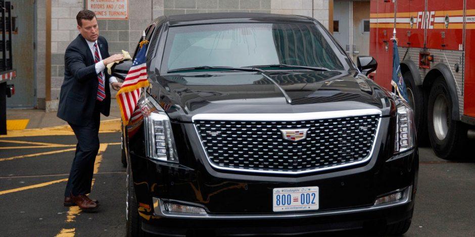 Chiếc xe chuyên dụng chở Tổng thống Mỹ đỗ tại một sân bay trực thăng ở thành phố New York.