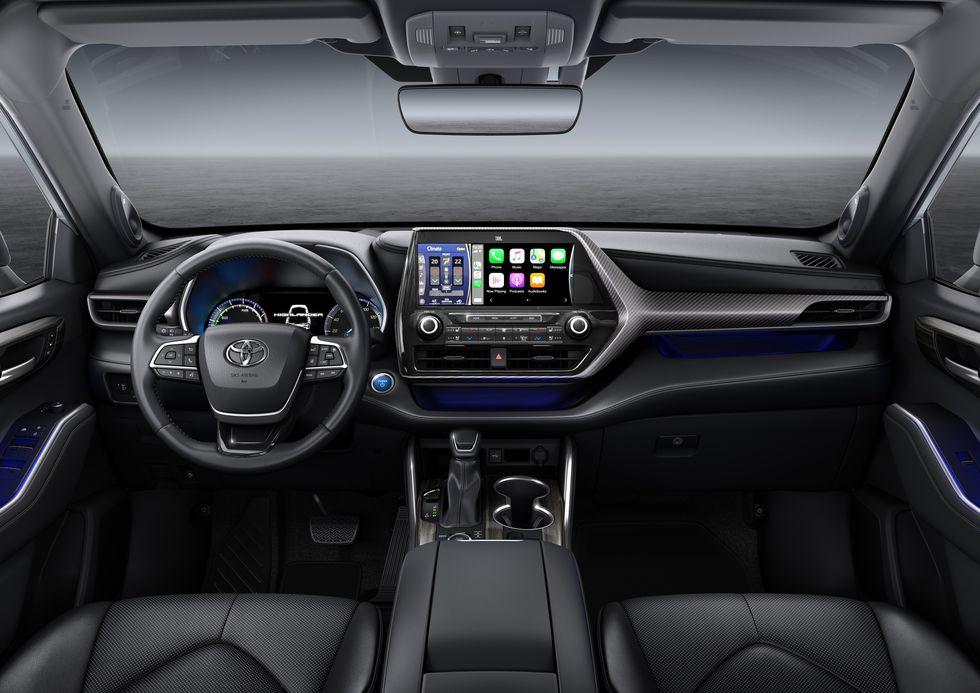 Toyota Highlander 2021 chạy điện đạt tốc độ khủng trên xa lộ