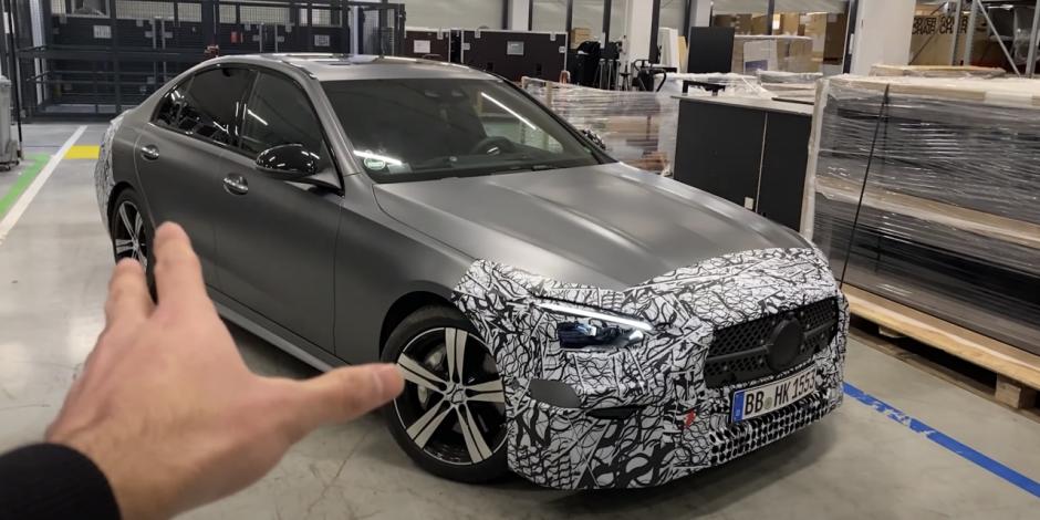 Toàn bộ các biến thể Mercedes-Benz C-Class 2022 đều là xe điện hóa hybrid.