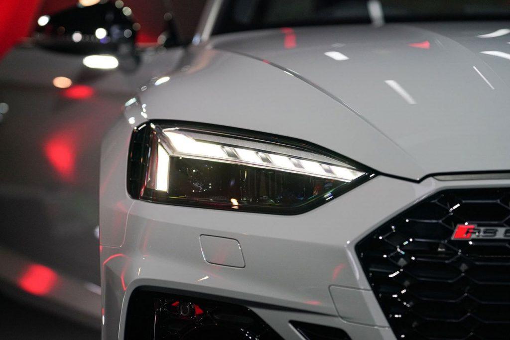 Soi chiếc Audi RS5 Coupe quattro 2021 vừa ra mắt tại Thái Lan