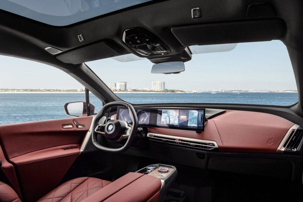 SUV chạy điện BMW iX ra mắt vào cuối năm 2021 có gì đặc biệt?