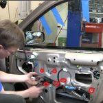 Nguyên nhân và cách khắc phục cửa kính ô tô bị kẹt