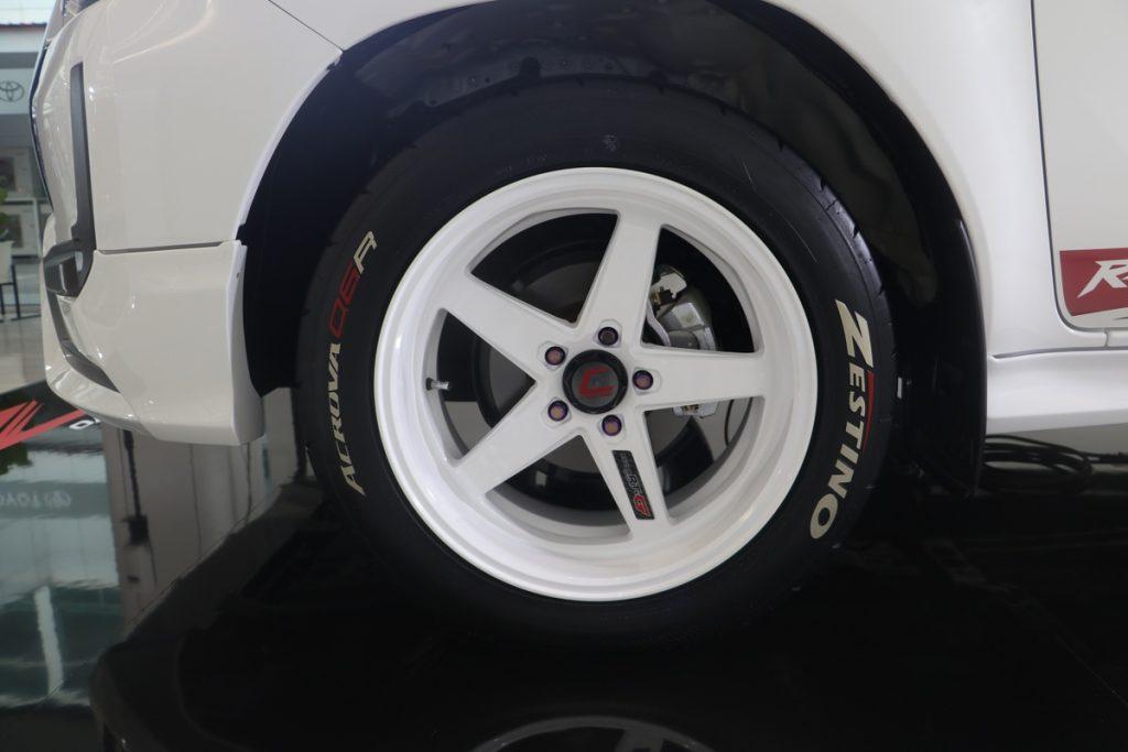 """Toyota Hilux Revo Z Edition Razer ra mắt tại Thái: """"Vua bán tải"""" Ford Ranger dè chừng"""